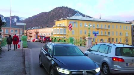koronka : BAD ISCHL, AUSTRIA - FEBRUARY 25, 2019: The traffic through historical  Elizabeth bridge - one of the main city landmarks, famous for bright green lace-like construction, on February 25 in Bad Ischl Wideo