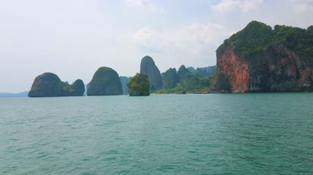 sziget : Yacht trip along Railay Peninsula rocky coast with a view on tiny Ko Nang and Ko Rang Nok islands, covered with tropical greenery and washed by emerald waters of Andaman sea, Ao Nang, Krabi, Thailand