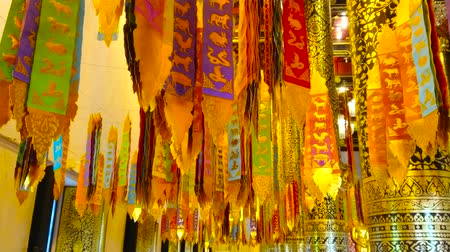 histórico : The colorful lanna ritual banners with gilt prints are hanging from the ceiling of Phra Viharn Luang, Wat Chedi Luang, Chiang Mai, Thailand Stock Footage