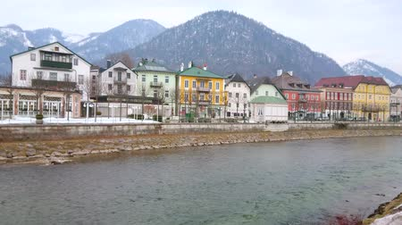 dworek : BAD ISCHL, AUSTRIA - FEBRUARY 20, 2019: The old town center and banks of Traun river are the perfect places for the lazy walks, enjoying the landmarks and tourist stores, on February 20 in Bad Ischl