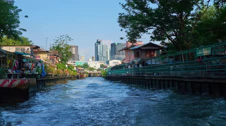 テラス : BANGKOK, THAILAND - APRIL 24, 2019: The trip on the tourist ferry through the Khlong Saensaeb and Bang Lamphu canals with many bridges and old houses, on April 24 in Bangkok