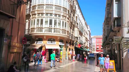 углы : MALAGA, SPAIN - SEPTEMBER 26, 2019: Old town has large shopping area with stores and boutiques, located in historical edifices, neighboring with city landmarks, on September 26 in Malaga Стоковые видеозаписи