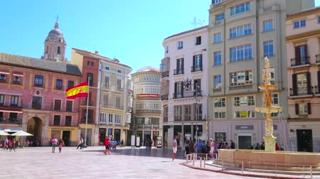 dekorasyon : MALAGA, SPAIN - SEPTEMBER 26, 2019: The old stone Genoa Fountain (Fuente de Genova) is the main architectural landmark of Plaza de la Constitucion (Constitution Square), on September 26 in Malaga Stok Video