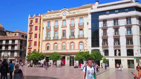 dekorasyon : MALAGA, SPAIN - SEPTEMBER 26, 2019: Panorama of Constitution Square with stores and cafes in classical edifices and carved stone Genoa Fountain in front of tall palm trees, on September 26 in Malaga Stok Video