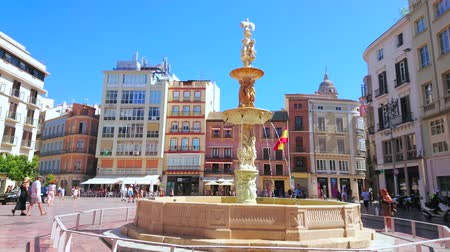 украшенный : MALAGA, SPAIN - SEPTEMBER 26, 2019: The carved Genoa Fountain, decorated with marble sculptures and reliefs in Plaza de la Constitucion (Constitution Square), on September 26 in Malaga