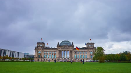 dworek : BERLIN, GERMANY - OCTOBER 3, 2019: The heavy rainy clouds over Platz der Republik and Reichstag building with its restored glass dome, on October 3 in Berlin