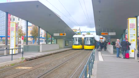 dolu : BERLIN, GERMANY - OCTOBER 3, 2019: The central covered Hauptbahnhof (Central Railway Station) tram station is always busy, full of tourists with luggage, on October 3 in Berlin Stok Video