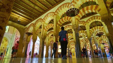 mór : CORDOBA, SPAIN - SEPTEMBER 30, 2019: Medieval hypostyle hall of Mezquita-Catedral (Mosque-Cathedral) with Moorish double-arched arcades, Roman columns and vintage lamps, on September 30 in Cordoba