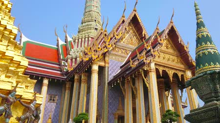 kolumna : BANGKOK, THAILAND - MAY 12, 2019: The outstanding architecture of Grand Palace - Royal Pantheon with prang tower, gilt, carvings, mirror pattern, pyathat roof and colorful tile, on May 12 in Bangkok