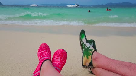 plavat : PHUKET, THAILAND - MAY 1, 2019: The comfortable sandy beach of Khai Nok island is nice place to relax, sunbath, swim and lie on the shoreline, on May 1 in Phuket