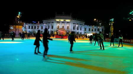 tramwaj : VIENNA, AUSTRIA - FEBRUARY 18, 2019: The locals skate on the large ice skating rink at Rathausplatz, that is one of the most favorite winter leisure events among youth, on February 18 in Vienna