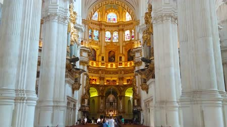 kolumna : GRANADA, SPAIN - SEPTEMBER 25, 2019: The monumental prayer hall of medieval Incarnation Cathedral with tall white columns and richly decorated Capilla Mayor (Main Chapel), on September 25 in Granada Wideo
