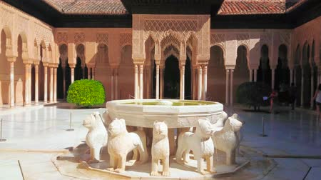mouro : GRANADA, SPAIN - SEPTEMBER 25, 2019: Splendid Lion fountain in Court of Lions (Nasrid Palace, Alhambra), surrounded by complex arcade with muqarnas arches and sebka decors, on September 25 in Granada