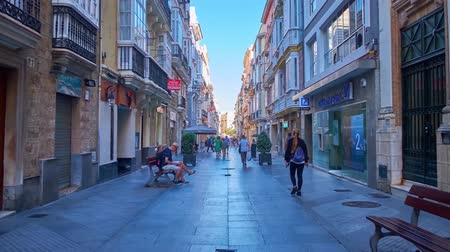 esplêndido : CADIZ, SPAIN - SEPTEMBER 19, 2019: Walk through historic Calle Ancha street, lined with splendid Baroque and Art Nouveau mansions and edifices, fashion stores, fine cafes, on September 19 in Cadiz Stock Footage