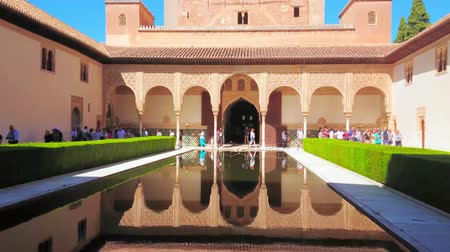 andalusie : GRANADA, SPAIN - SEPTEMBER 25, 2019: The medieval Court of Myrtles (Nasrid Palace, Alhambra) with Comares Tower and palace arcade, reflected in mirror pond, on September 25 in Granada