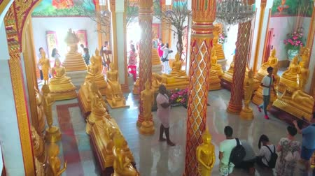 kolumna : CHALONG, THAILAND - APRIL 30, 2019: The large column hall of Wat Chalong Pagoda with gilt carved ornaments, Buddha Images and frescoes of Buddha life, on April 30 in Chalong