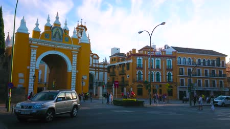 bazilika : SEVILLE, SPAIN - OCTOBER 1, 2019: The busy Calle Resolana street in front of Macarena Gate (Puerta, Arco), that is remain of the medieval fortress wall, on October 1 in Seville Stok Video