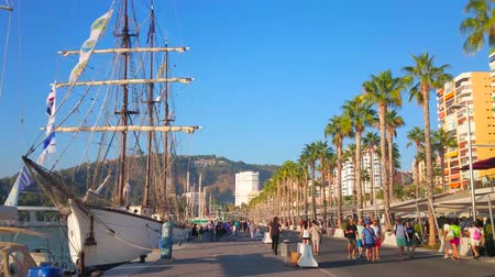 plachta : MALAGA, SPAIN - SEPTEMBER 28, 2019: Walk the scenic Muelle Uno pier and watch the sail ship and yachts in Malaga port, on September 28 in Malaga