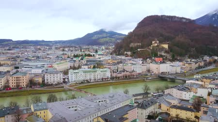 vítr : SALZBURG, AUSTRIA - MARCH 1, 2019: Enjoy the cityscape with old townhouses, mansions, Kapuzinerberg Hill and Salzach river, on March 1 in Salzburg