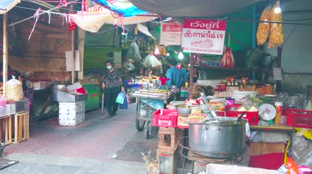 bakkaliye : BANGKOK, THAILAND - APRIL 15, 2019: The narrow street of Sampheng market of Chinatown with stalls, offering takeaway foods, snacks, dry seafood, noodles and other products, on April 15 in Bangkok
