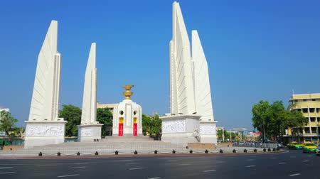 semt : BANGKOK, THAILAND - APRIL 24, 2019: The beautiful white Democracy Monument, surrounded by four wing-like structures, located in busy Ratchadamnoen Avenue, on April 24 in Bangkok