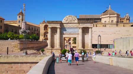 kolumna : CORDOBA, SPAIN - SEPTEMBER 30, 2019:  Puerta del Puente gate located next to main landmarks: Roman Bridge, Mezquita-Catedral, Triumph of San Rafael statue, Episcopal Palace, on September 30 in Cordoba