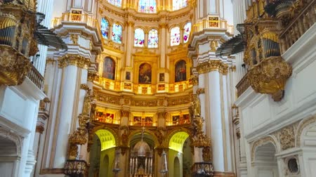 Андалусия : GRANADA, SPAIN - SEPTEMBER 25, 2019: The vertical panorama of medieval Incarnation Cathedral interior with white columns and ornate Capilla Mayor (Main Chapel), on September 25 in Granada