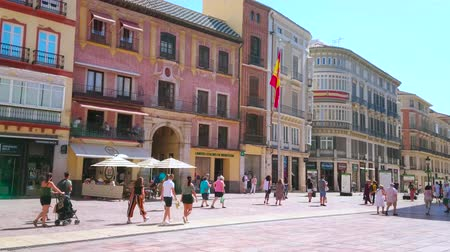 Андалусия : MALAGA, SPAIN - SEPTEMBER 26, 2019: Calle Larios is one of the scenic city destinations with Classical edifices, restaurants and stores, on September 26 in Malaga