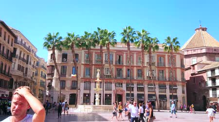 モール : MALAGA, SPAIN - SEPTEMBER 26, 2019: Panorama of Constitution Square stunning Genoa Fountain in front of tall palm trees, groving along the classic edifice, on September 26 in Malaga