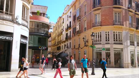 рекламный : MALAGA, SPAIN - SEPTEMBER 26, 2019: The crowded junction of Calle Larios and Calle Strachan streets is decorated with modern sculpture, named Points of view, on September 26 Malaga