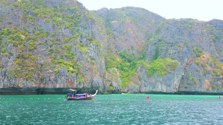 aonang : PHIPHI LEH, THAILAND - APRIL 27, 2019: Panorama of Maya Bay sandy beach, sandwiched among the rocks; tourist boats and yachts are floating along the coast, on April 27 in PhiPhi Leh