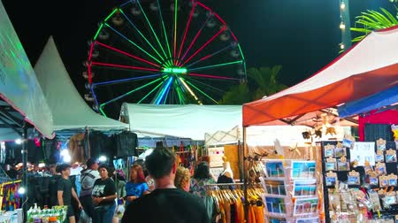 összeg : AO NANG, THAILAND - APRIL 27, 2019: Enjoy the Night Market, offering large amount of souvenirs, handicrafts, foods and other goods, on April 27 in Ao Nang Stock mozgókép