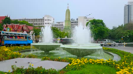 ciężarówka : BANGKOK, THAILAND - MAY 12, 2019: The flower beds and fountains in Memorial Park in front of the old prang tower of Wat Ratchaburana (Wat Liap) temple, on May 12 in Bangkok