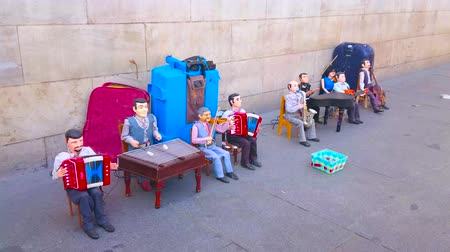 долл : SEVILLE, SPAIN - OCTOBER 2, 2019: The street performance in Constitution Avenue with marionette orchestra, playing toy music instruments, on October 2 in Seville