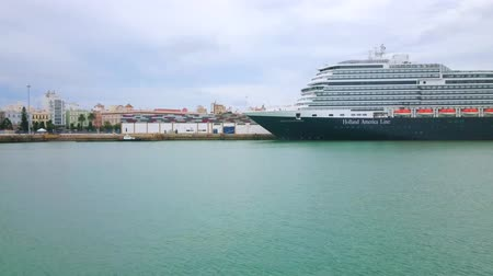 クルーズ : CADIZ, SPAIN - SEPTEMBER 21, 2019: Panorama of Cadiz port with moored modern cruise liners and buildings of old town, on September 21 in Cadiz 動画素材
