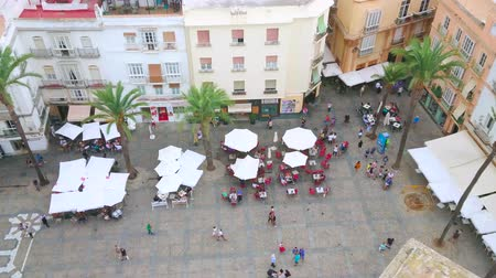 テラス : CADIZ, SPAIN - SEPTEMBER 21, 2019: Aerial panorama of Cathedral square with a view on old townhouses, walking people, umbrellas of outdoor cafes and taverns, on September 21 in Cadiz