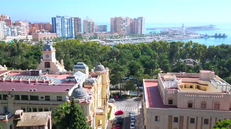 bairro : MALAGA, SPAIN - SEPTEMBER 26, 2019: Panorama from the top of Alcazaba Fortress with a view on towers, University building, Town Hall, city park, marina and port, on September 26 in Malaga