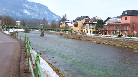 townhouse : BAD ISCHL, AUSTRIA - FEBRUARY 20, 2019: The cityscape with Traun river, Taubersteg pedestrian bridge and Mount Katrin on the background, on February 20 in Bad Ischl