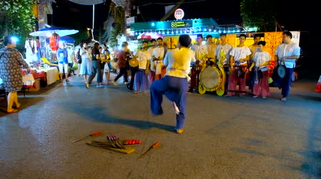 gösterileri : CHIANG MAI, THAILAND - MAY 4, 2019: Watch fast and rhythmic warrior dance with swords, performed by young artist and drums band at Saturday Night Market, Wualai walking street, on May 4 in Chiang Mai