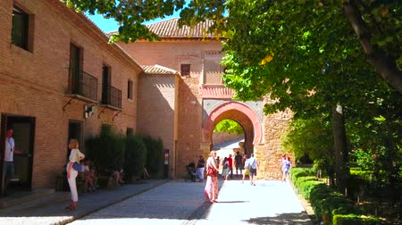 spaanse wijn : GRANADA, SPAIN - SEPTEMBER 25, 2019: People walk through the medieval Wine Gate (Puerta del Vino) - the oldest construction in Alhambra, on September 25 in Granada