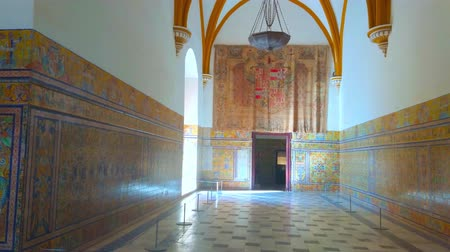 mudejar : SEVILLE, SPAIN - OCTOBER 1, 2019: Walk the Andalusian style hall of King Pedro Palace, decorated with colorful tiles, intricate patterns and floral motifs, on October 1 in Seville Stock Footage