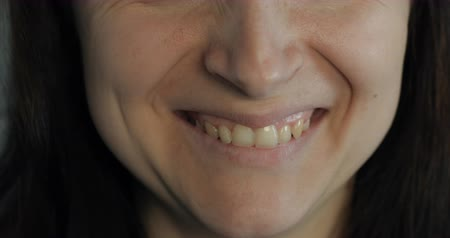 güzel : Beautiful woman smiling. Close up. Brown hair Stok Video