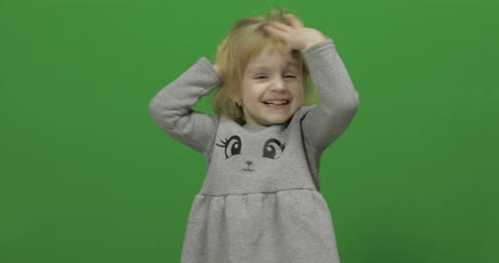 przedszkolak : Kid girl on a Green Screen, Chroma Key. Happy three years old girl. Cute blonde child. Dancing and make faces. Brown eyes