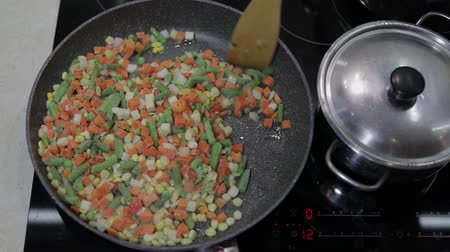 vegetable wok : Close up of a pan fry meal of delicious asparagus, pepper, corn and carrot for a colorful vegetarian stir fry meal
