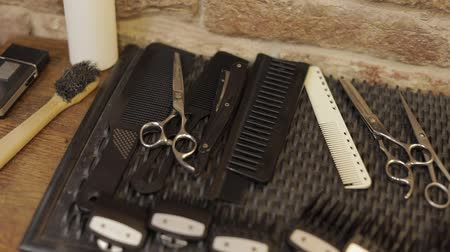 ferramenta : Shaving set with equipment, tools and foam, barber shop, scissors, comb, isolated on desk. Shaving salon
