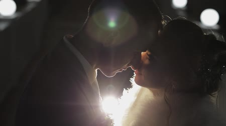 závoj : Groom with bride making a kiss in cold evening on a bridge covered with many lanterns. Autumn. Wedding couple. Happy family. Man and woman in love. Lovely groom and bride. Slow motion Dostupné videozáznamy
