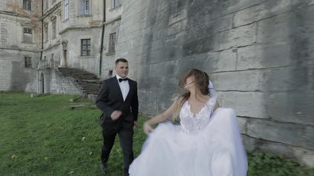 подвенечное платье : Wedding couple. Lovely groom and bride. Happy family. Man and woman in love. Wedding day. Slow motion