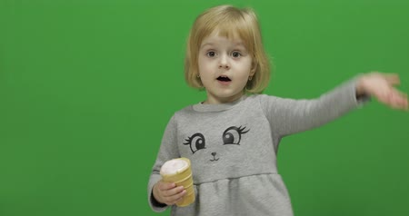 kužel : Kid girl with ice cream on a Green Screen, Chroma Key. Happy three years old girl. Cute girl smiling. Pretty little child, 3-4 year old blonde girl. Make faces