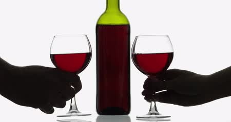 şarap kadehi : Glasses with rose wine in womans and mans hands. Wine glasses with red wine against white background. Cheers