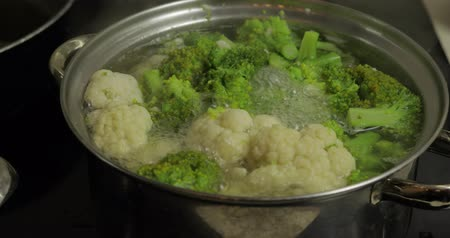 peas : Close up of cooking colorful broccoli and cauliflower in the pan with boiling water. Vegetarian food
